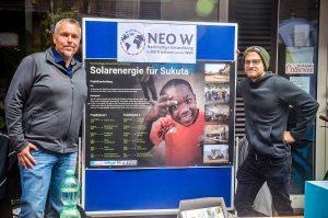 Aktivisten auf der Fairen Brückstraße präsentieren Projekt