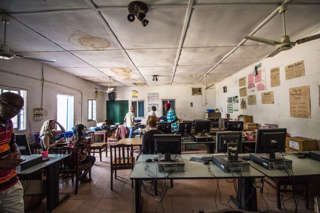 Computerraum der Sukuta Lower Basic School